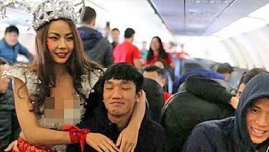Pakai Model Bikini di Pesawat, Maskapai Vietnam Dikecam