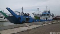 Kapal Pengangkut BBM ke Karimunjawa Masih Bersandar di Semarang
