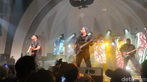 Mengintip Intimnya Konser Grup Band Padi