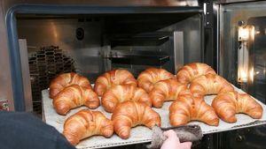 Begini Cara Tepat Memanaskan Kembali Croissant Agar Tetap Renyah