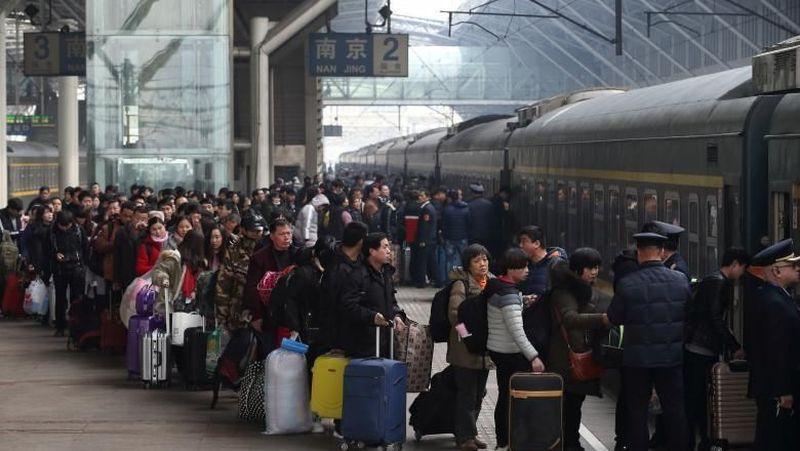 Banyak warga China yang sudah mulai mudik dari sekarang untuk merayakan Tahun Baru Imlek. Keramaian sudah terjadi di Negeri Tirai Bambu (REUTERS)