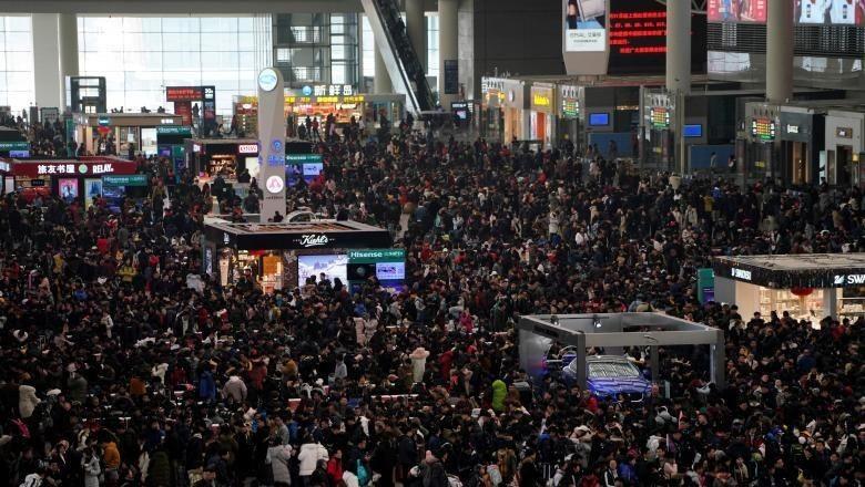 Orang-orang China saat mudik Imlek (REUTERS)