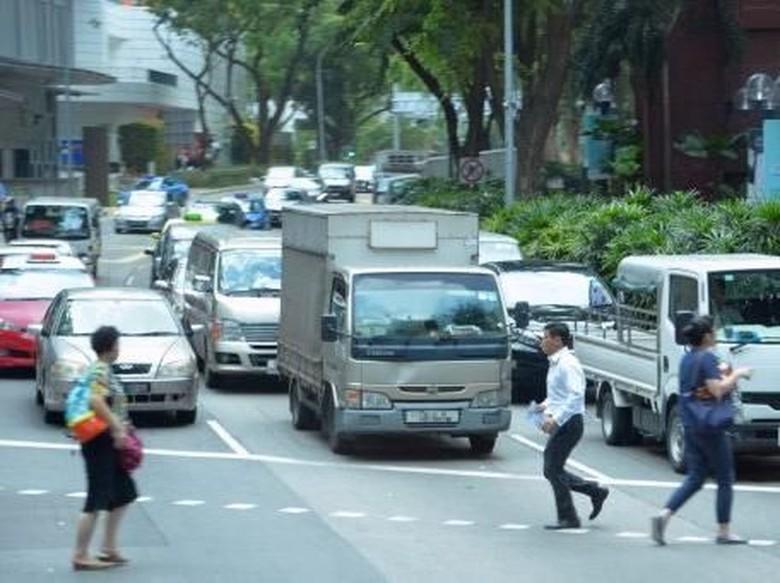 Perempatan Jalan Malaysia Bakal Punya Sinyal Khusus Buat Pejalan Kaki