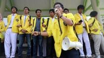Foto: Aksi Mahasiswa UI Sambut Kedatangan Jokowi