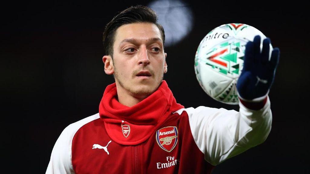 Oezil Perpanjang Kontrak di Arsenal karena Ikuti Kata Hati