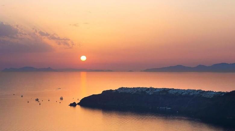 Sunset di Santorini, Yunani (BBC Travel)