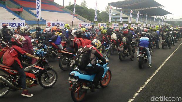 Pimpin Parade Biker Suzuki, Iannone dan Rins Sumringah
