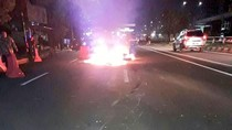 Motor Terbakar di Pancoran, Masih Ditangani Petugas Damkar