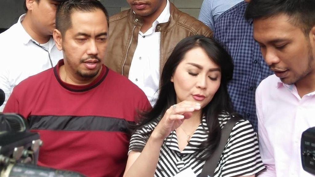 Rumahnya Digerebek, Tessa Kaunang Polisikan Sandy Tumiwa