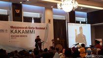 Gaya Fahri Hamzah Angkat Kar   tu Merah untuk Jokowi
