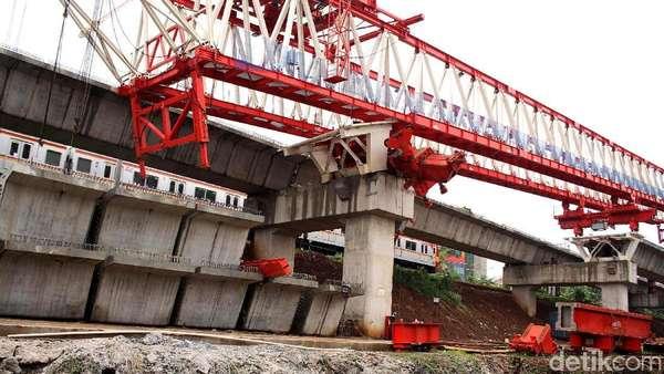 4 Jenazah Korban Crane di Jatinegara Dibawa Keluarga dari RS Polri