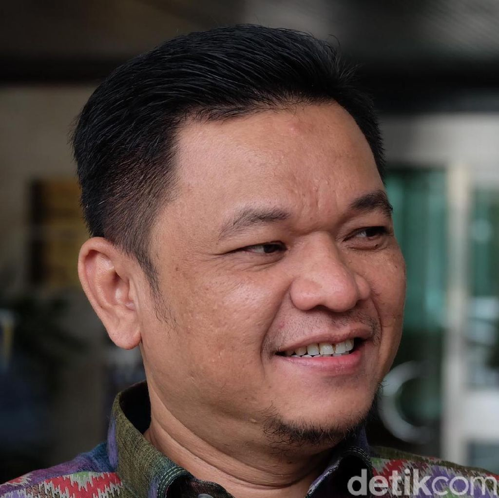 Elektabilitas Jokowi Disebut Down, Golkar: Amien Rais Meleset