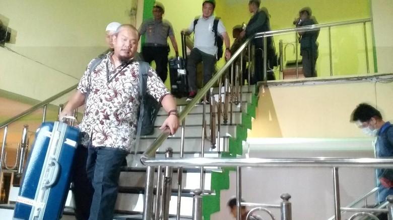 3 Jam Geledah Ruang Kerja Bupati Jombang, Ini yang Dibawa KPK