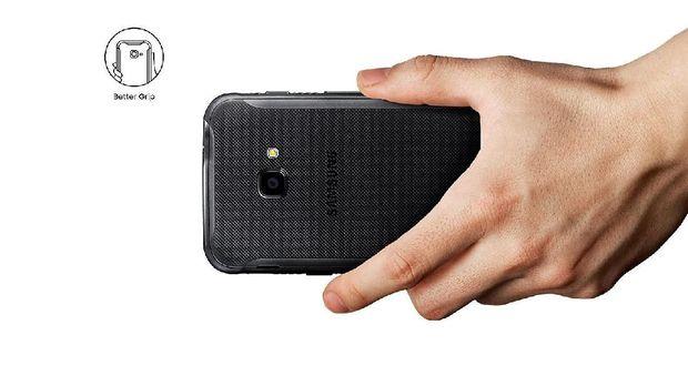 Ponsel Samsung Tahan Banting Tiba di Indonesia