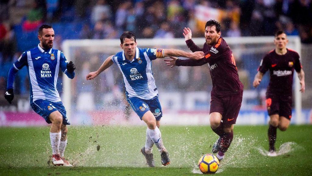 Barcelona Diredam Espanyol (dan Lapangan Becek)