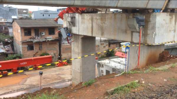 Garis Polisi Masih Terpasang di Lokasi Crane Jatuh Jatinegara