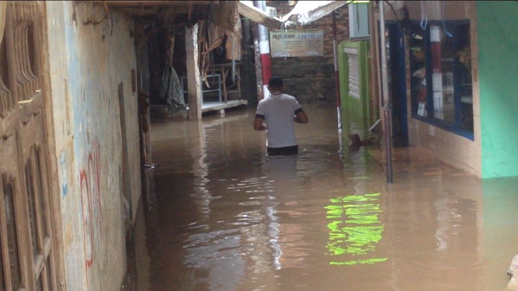 Sungai Ciliwung Meluap, Permukiman Kampung Melayu Terendam Banjir