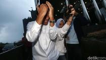 Aksi Tutup Wajah Agus Wahjudo Usai Diperiksa KPK