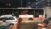 Bus TransJ Mogok di Depan Halte Tendean, Penumpang Menumpuk