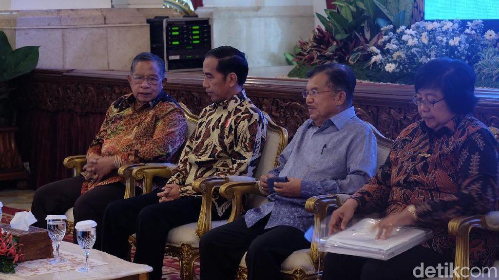 Jokowi Kumpulkan Menteri untuk Bahas Pengendalian Kebakaran Hutan