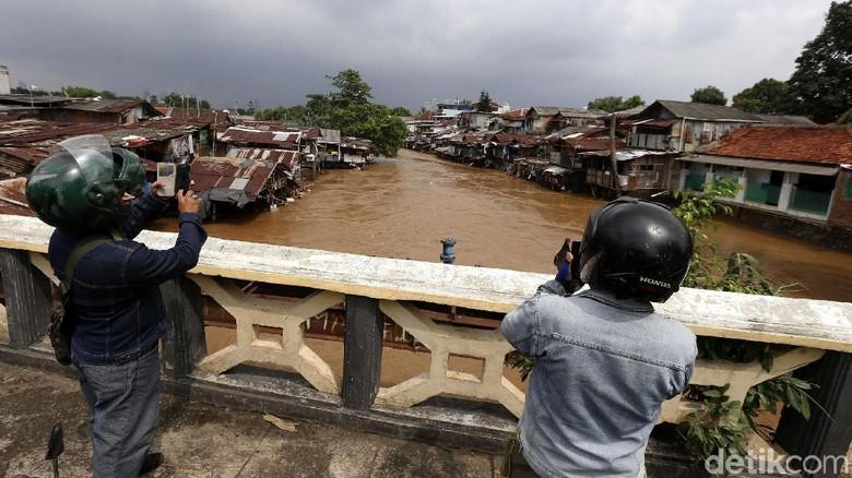 Sodetan Kali Ciliwung Dilanjutkan, Sandi: Kita Dialog dengan Warga