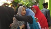 Isak Tangis Ibunda Sambut Jenazah Putri: Insyaallah Husnul Khatimah