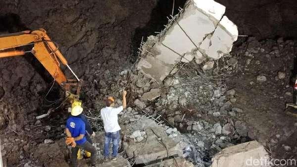 Usaha Panjang Petugas Evakuasi Korban dan Mobil di Longsor Soetta
