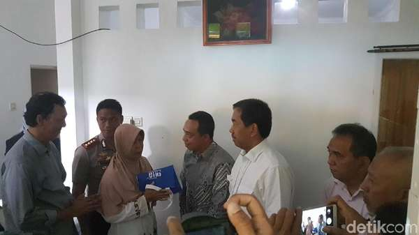Direktur AP II Kunjungi Keluarga Putri Korban Longsor Bandara Soetta