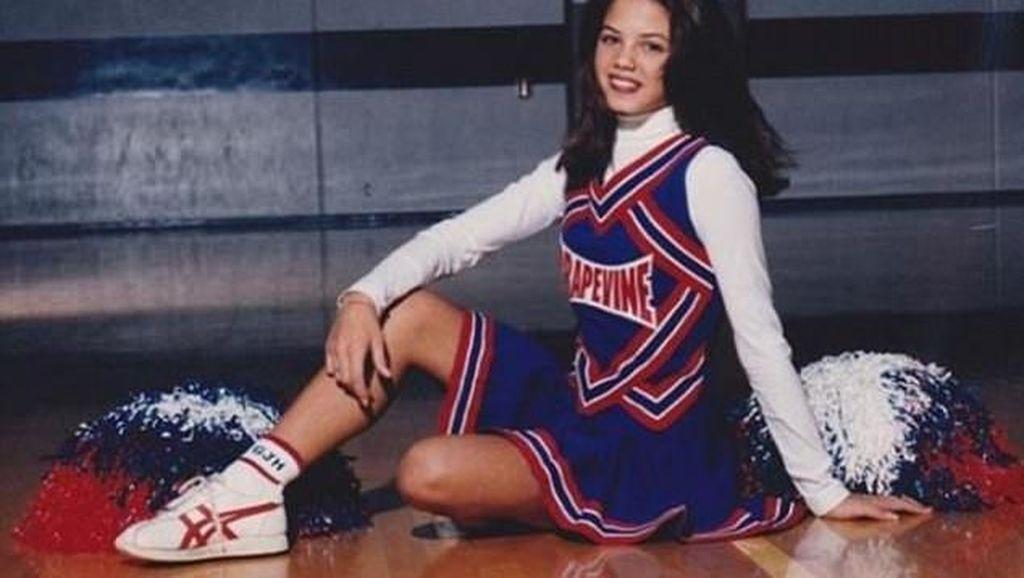 Megan Fox Sampai Bella Sophie, Artis-artis Energik yang Juga Cheerleader
