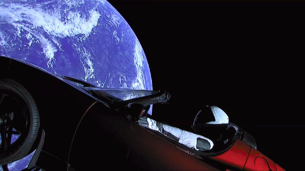 Menebak Nasib Starman dan Tesla Roadster di Luar Angkasa