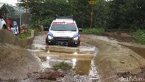 Main Tanah Sampai Banjir-banjiran dengan Isuzu mu-X