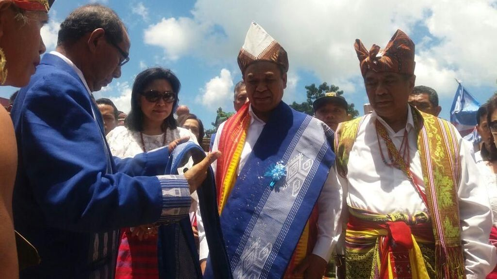 Mundur dari DPR, Benny K Harman Roadshow Sapa Warga di Sumba