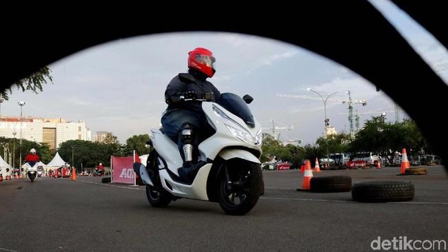 Ngacir dengan Honda PCX Buatan Sunter