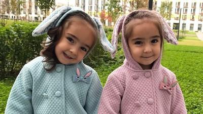 Asiya dan Safiya, si Kembar dari Rusia yang Super Imut