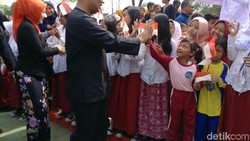 Ratusan Siswa SD Sambut Ridwan Kamil Resmikan Alun-alun Regol
