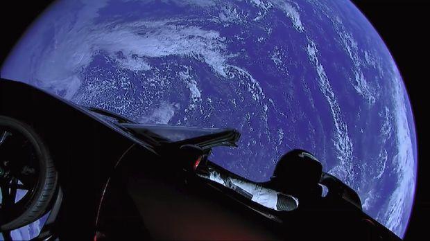 Perlu Jutaan Tahun di Antariksa, Starman Akan Tabrak Bumi