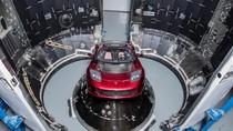Mobilnya Terbang ke Angkasa, Tesla Rugi Rp 9,2 Triliun