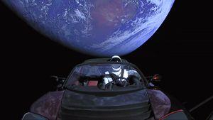 Penampakan Terkini Starman dan Tesla Arungi Angkasa