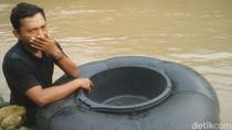 Curahan Hati Sumardi yang Nekat Antar Anak Seberangi Sungai ke Sekolah