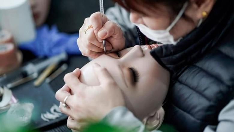 Ini Alasan Boneka Seks Laris Manis di China