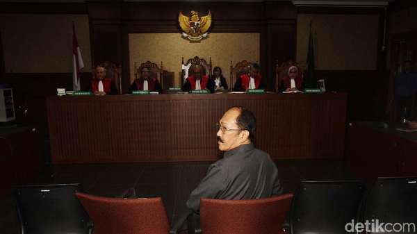 Fredrich Yunadi Minta Eks Orang KPK Tak Diizinkan Jadi Advokat