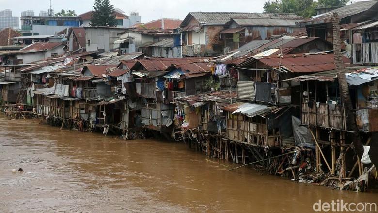 Pemprov DKI Kaji Konsep Naturalisasi Sungai yang Digaungkan Anies