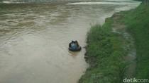 Potret Miris Anak-anak Bantul Seberangi Sungai Pakai Ban ke Sekolah