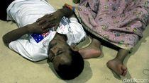 Ketika Pengungsi Banjir Tertidur Lelap