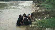 Murid Seberangi Sungai Pakai Ban, Disdikpora Bantul: Kita Cari Solusi