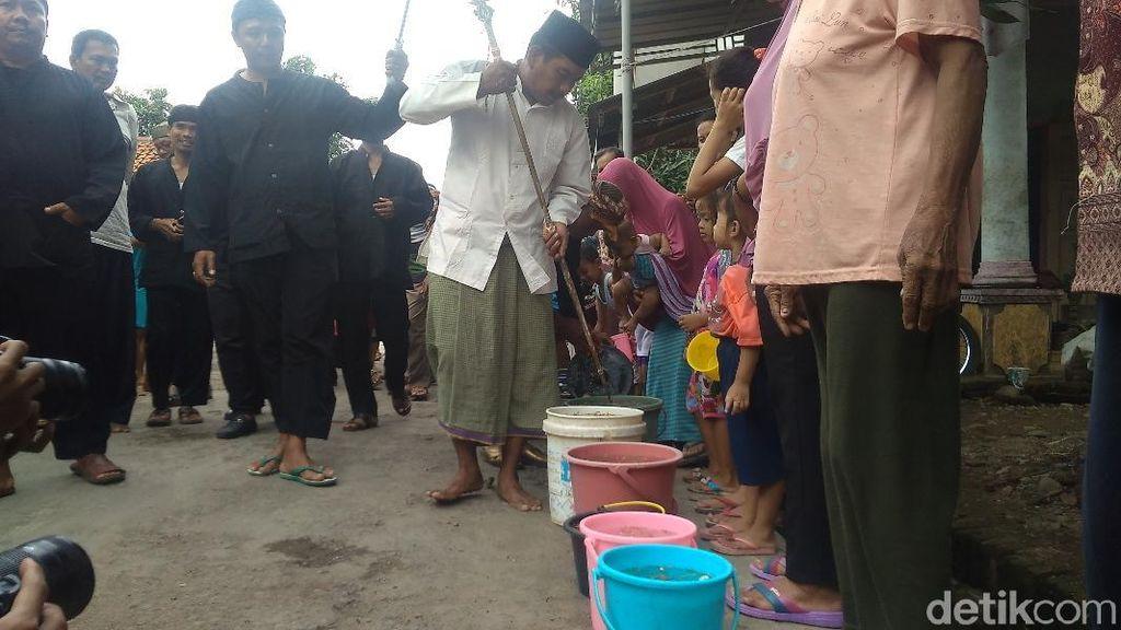 Tradisi Arak-arakan Benda Pusaka di Cirebon