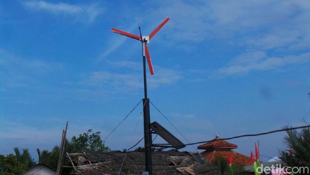Warga Kampung Laut Nikmati Listrik Gratis 24 Jam dari Kebun Angin Mini