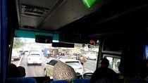 Truk Terguling di Tol Jagorawi KM 32 Arah Jakarta, Lalin Macet