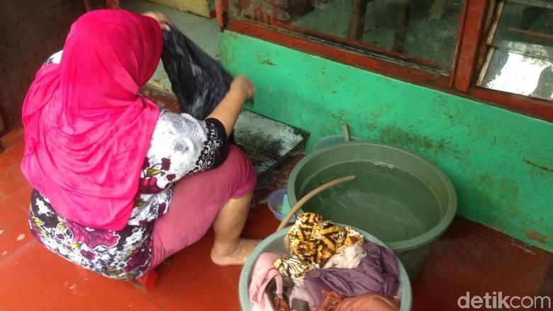 Banjir di Kampung Arus Cawang Surut, Warga Kembali Beraktivitas