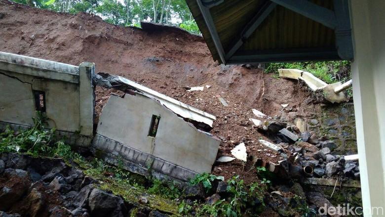Tanah Longsor di Wonosobo Ancam Gedung Sekolah